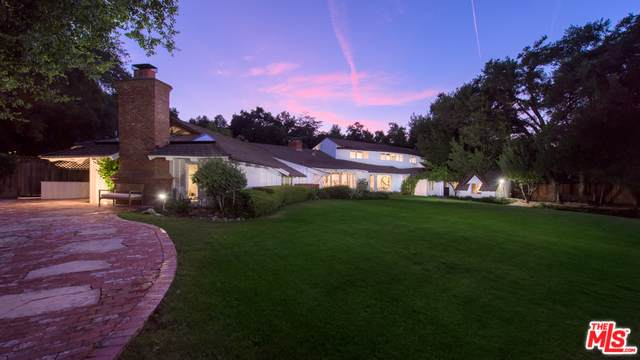 4535 Encino Avenue, Encino, CA 91316 (MLS #19488860) :: The Sandi Phillips Team