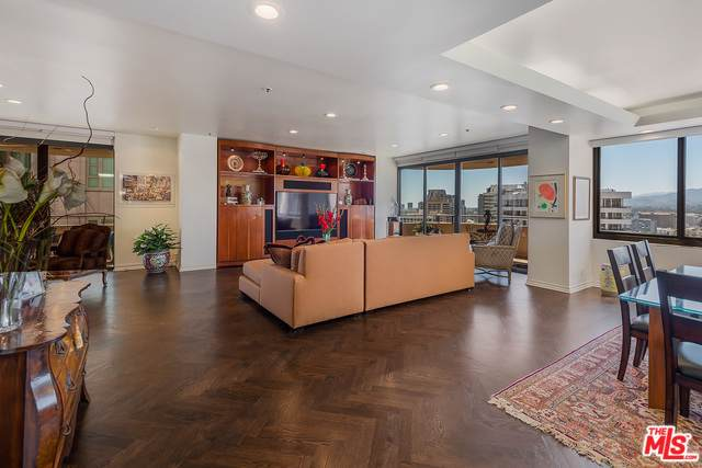 10560 Wilshire Boulevard #2005, Los Angeles (City), CA 90024 (MLS #19489462) :: Deirdre Coit and Associates