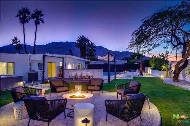 3676 E Paseo Barbara, Palm Springs, CA 92262 (MLS #19490224PS) :: The John Jay Group - Bennion Deville Homes