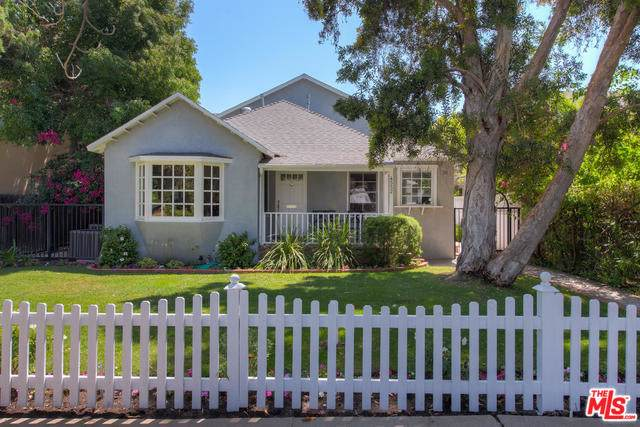4552 Stansbury Avenue, Sherman Oaks, CA 91423 (MLS #19490512) :: The Sandi Phillips Team
