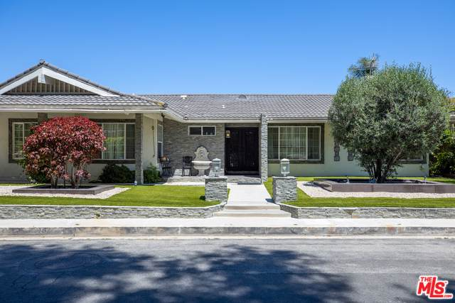3656 Sapphire Drive, Encino, CA 91436 (MLS #19496532) :: The Sandi Phillips Team