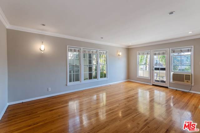 8573 Holloway Drive 1/4, West Hollywood, CA 90069 (MLS #19501414) :: The John Jay Group - Bennion Deville Homes