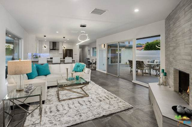 1015 E Buena Vista Drive, Palm Springs, CA 92262 (MLS #19501844PS) :: Brad Schmett Real Estate Group