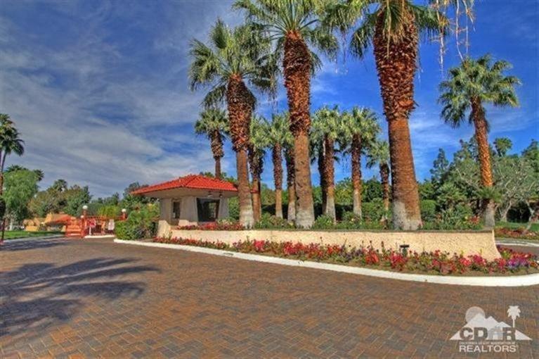 701 N Los Felices Circle W L-115, Palm Springs, CA 92262 (MLS #215004892) :: Brad Schmett Real Estate Group