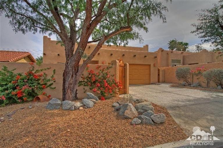 54300 Avenida Madero, La Quinta, CA 92253 (MLS #215006100) :: Brad Schmett Real Estate Group