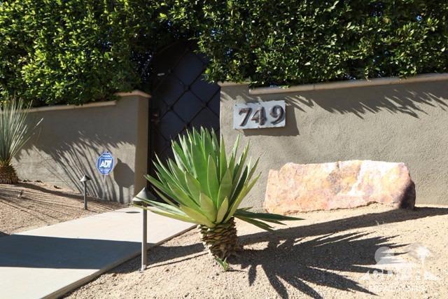 749 N Plaza Amigo, Palm Springs, CA 92262 (MLS #217033764) :: Brad Schmett Real Estate Group