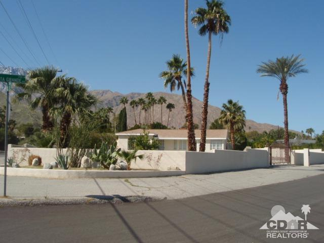 2107 N Vista Grande Avenue, Palm Springs, CA 92262 (MLS #218002684) :: Brad Schmett Real Estate Group