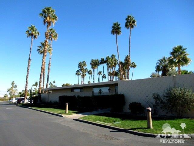 137 Desert Lakes Drive, Palm Springs, CA 92264 (MLS #219001455) :: The Sandi Phillips Team