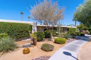 1211 Tamarisk W Street, Rancho Mirage, CA 92270 (#219030028) :: The Pratt Group