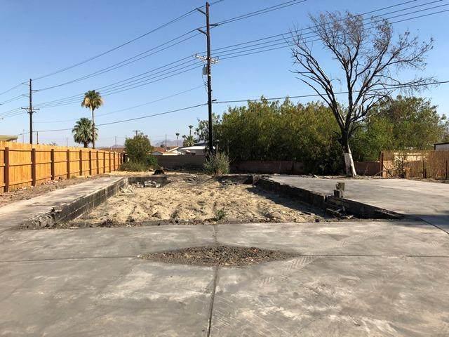 33390 San Lucas Trl, Thousand Palms, CA 92276 (MLS #219045214) :: The Sandi Phillips Team