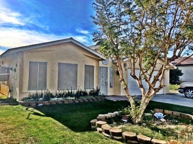 13935 El Rio Lane, Desert Hot Springs, CA 92240 (#219051417) :: The Pratt Group