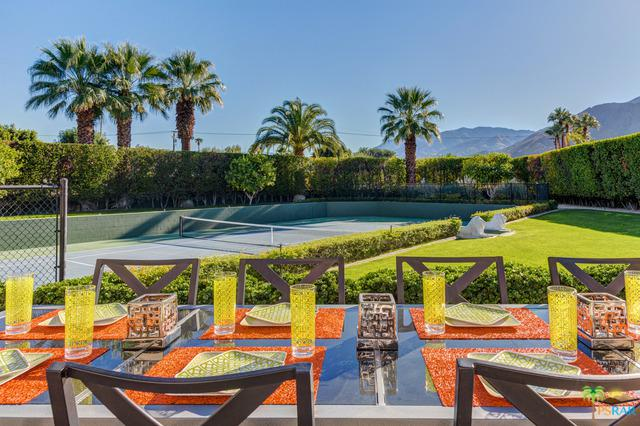 475 E Valmonte Sur, Palm Springs, CA 92262 (MLS #17282056PS) :: The John Jay Group - Bennion Deville Homes
