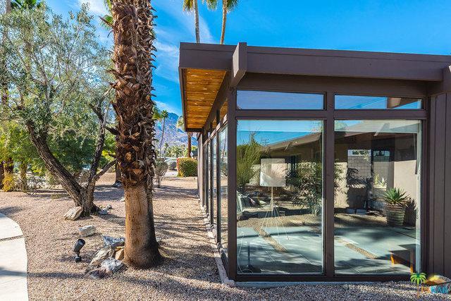 2720 E Plaimor Avenue, Palm Springs, CA 92262 (MLS #18308640PS) :: The John Jay Group - Bennion Deville Homes