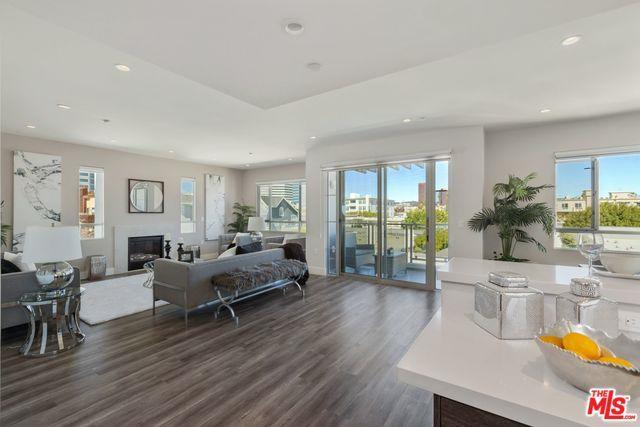 1326 S Centinela Avenue #403, Los Angeles (City), CA 90025 (MLS #18321236) :: The John Jay Group - Bennion Deville Homes