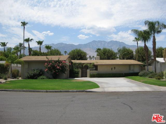 2463 S Broadmoor Drive, Palm Springs, CA 92264 (MLS #18322008) :: The John Jay Group - Bennion Deville Homes