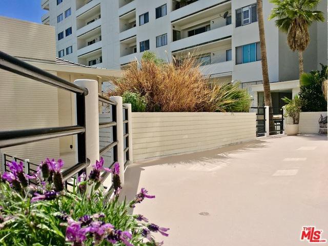7250 Franklin Avenue #102, Los Angeles (City), CA 90046 (MLS #18332268) :: The John Jay Group - Bennion Deville Homes