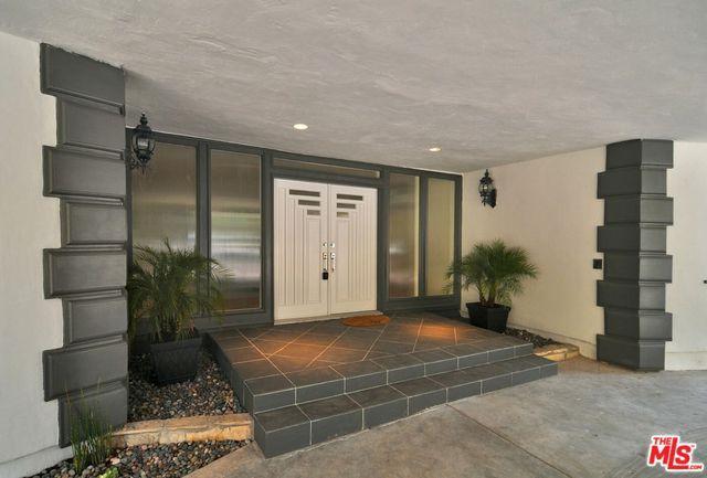 4900 Queen Victoria Road, Woodland Hills, CA 91364 (MLS #18355624) :: Hacienda Group Inc
