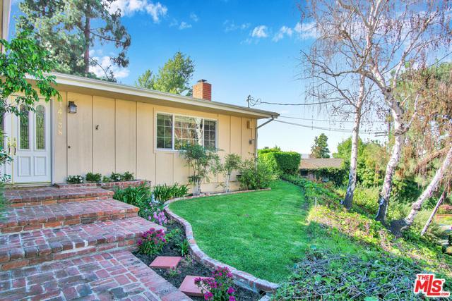 14838 Jadestone Drive, Sherman Oaks, CA 91403 (MLS #18371314) :: Team Wasserman