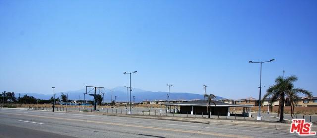 15526 Foothill, Fontana, CA 92335 (MLS #18382236) :: Team Wasserman