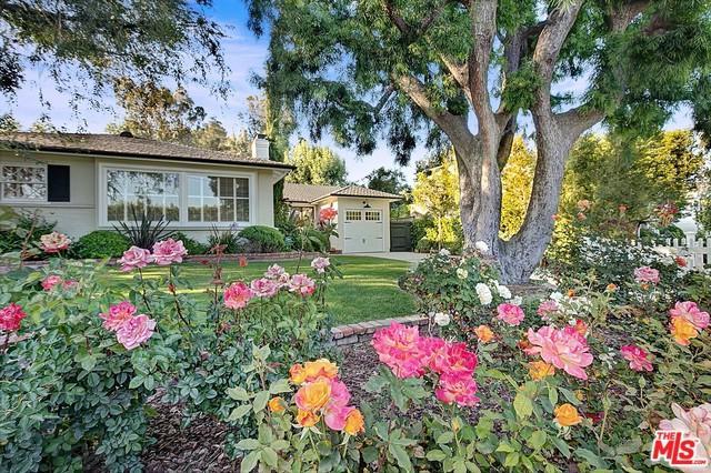 10225 Valley Spring Lane, Toluca Lake, CA 91602 (MLS #18388728) :: Hacienda Group Inc