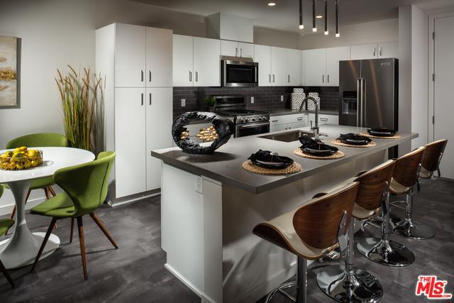 14126 Monroe Place, Van Nuys, CA 91405 (MLS #18394704) :: Deirdre Coit and Associates