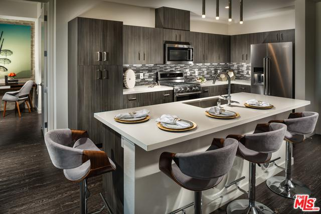 7327 Hazeltine Avenue, Van Nuys, CA 91405 (MLS #18394750) :: Deirdre Coit and Associates