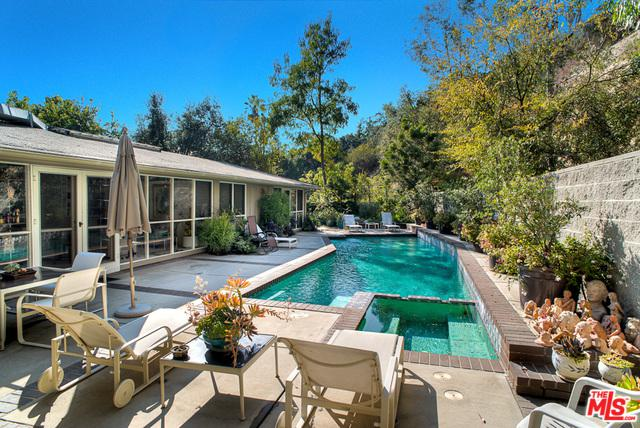 2855 Moraga Drive, Los Angeles (City), CA 90077 (MLS #18410742) :: Deirdre Coit and Associates