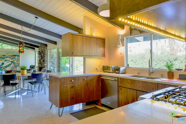 1042 E Apache Road, Palm Springs, CA 92264 (MLS #18414062PS) :: Brad Schmett Real Estate Group