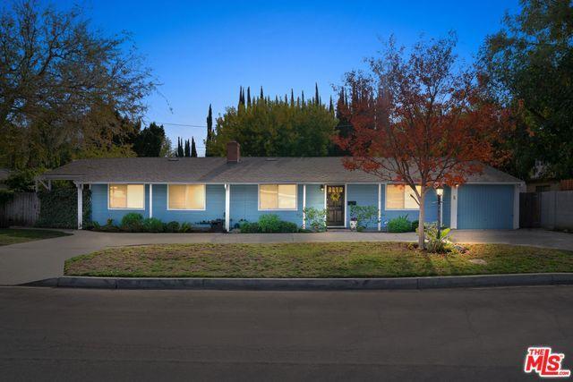 13804 Milbank Street, Sherman Oaks, CA 91423 (MLS #18415012) :: The Jelmberg Team