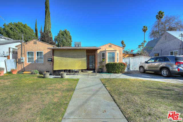 5240 Wilkinson Avenue, Valley Village, CA 91607 (MLS #18416984) :: The Jelmberg Team
