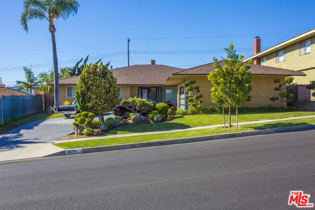 6725 S Sherbourne Drive, Ladera Heights, CA 90056 (MLS #19419026) :: The John Jay Group - Bennion Deville Homes