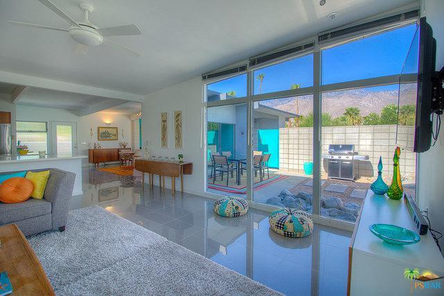 2702 E Plaimor Avenue, Palm Springs, CA 92262 (MLS #19419230PS) :: Brad Schmett Real Estate Group