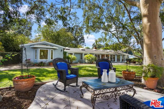 7119 Fernhill Drive, Malibu, CA 90265 (MLS #19423238) :: The Jelmberg Team