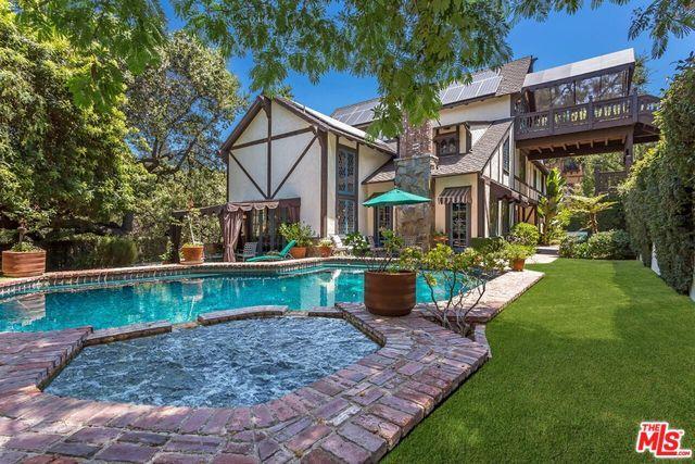 4450 Balboa Avenue, Encino, CA 91316 (MLS #19423528) :: The John Jay Group - Bennion Deville Homes