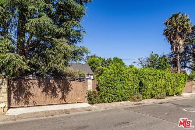 4729 Columbus Avenue, Sherman Oaks, CA 91403 (MLS #19424026) :: The Sandi Phillips Team