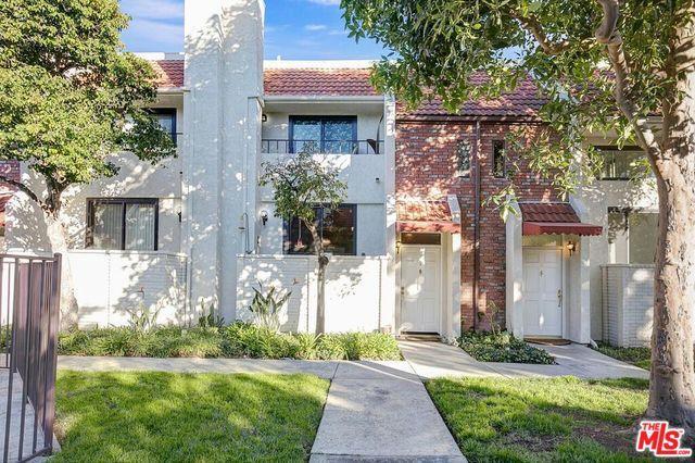 6540 Hayvenhurst Avenue #9, Lake Balboa, CA 91406 (MLS #19427894) :: The Jelmberg Team