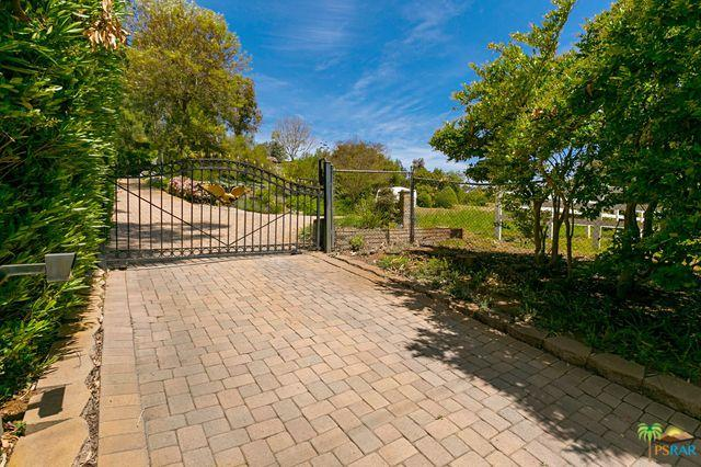 1138 Little Gopher Canyon Road, Vista, CA 92084 (MLS #19451176PS) :: The John Jay Group - Bennion Deville Homes
