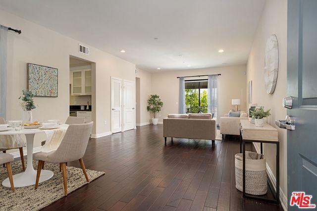 230 S Jackson Street #303, Glendale, CA 91205 (MLS #19463506) :: Hacienda Group Inc