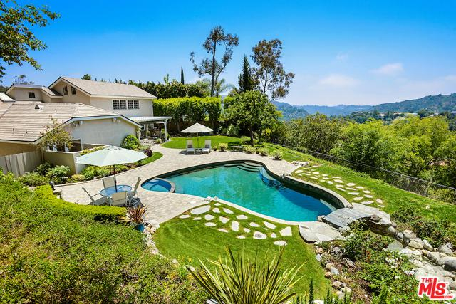 9796 Burnley Place, Beverly Hills, CA 90210 (MLS #19476212) :: Desert Area Homes For Sale