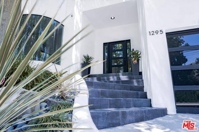 1295 N Beverly Drive, Beverly Hills, CA 90210 (MLS #19477662) :: The Jelmberg Team