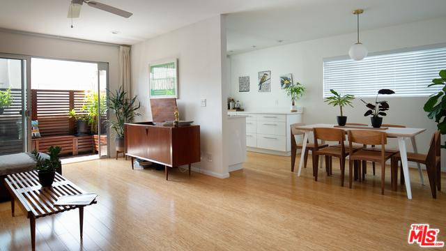 358 S Gramercy Place #306, Los Angeles (City), CA 90020 (MLS #19478918) :: Desert Area Homes For Sale