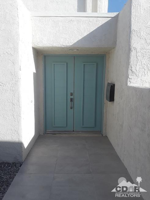 5911 Paradise Plaza, Palm Springs, CA 92264 (MLS #218020824) :: The John Jay Group - Bennion Deville Homes