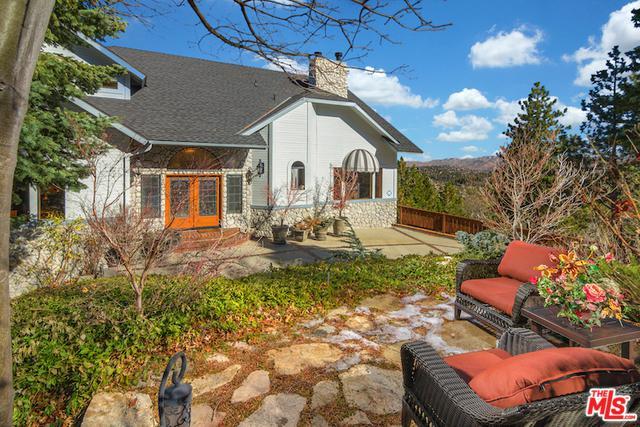 26077 Walnut Hills Drive, Lake Arrowhead, CA 92352 (MLS #18302588) :: The John Jay Group - Bennion Deville Homes