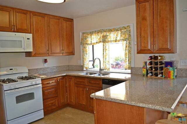 2770 Cole Avenue, Highland, CA 92346 (MLS #18305918PS) :: Deirdre Coit and Associates