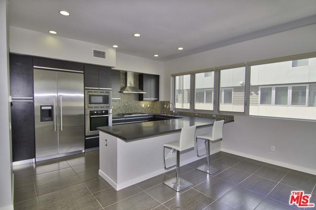 310 Washington #105, Marina Del Rey, CA 90292 (MLS #18324364) :: The John Jay Group - Bennion Deville Homes