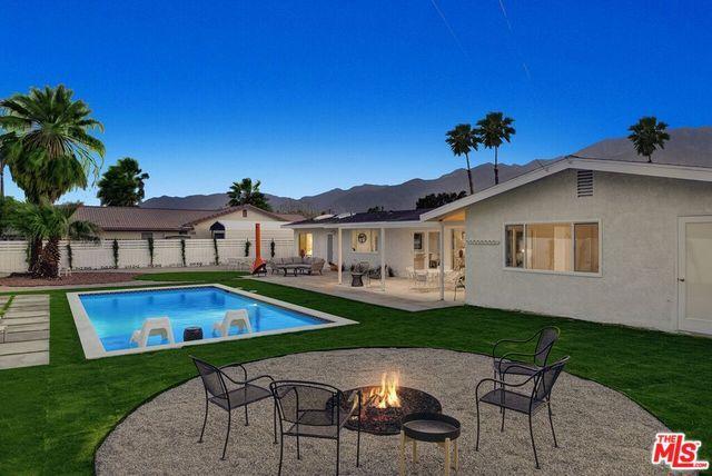 2332 N San Clemente Road, Palm Springs, CA 92262 (MLS #18335816) :: Brad Schmett Real Estate Group