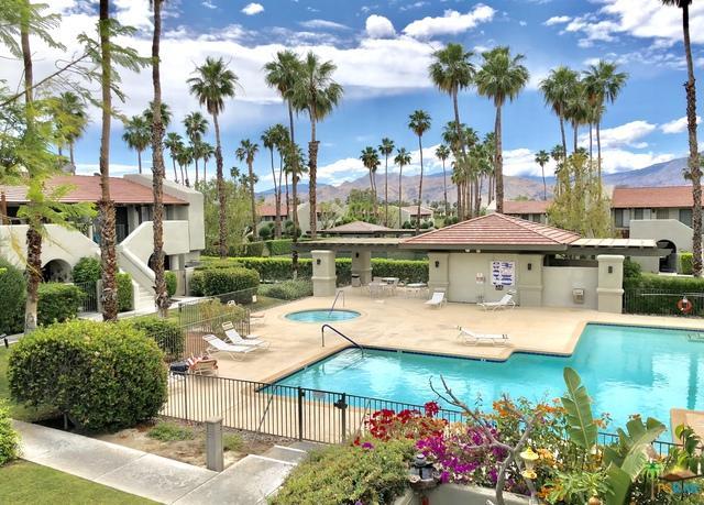 1150 E Amado Road 8B2, Palm Springs, CA 92262 (MLS #18338696PS) :: Deirdre Coit and Associates