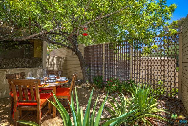 360 Cabrillo Road 227/2, Palm Springs, CA 92262 (MLS #18356248PS) :: Brad Schmett Real Estate Group