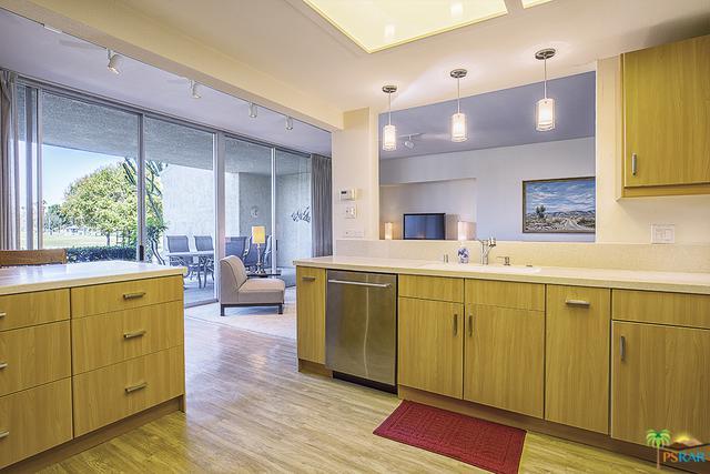 899 Island Drive #106, Rancho Mirage, CA 92270 (MLS #18364276PS) :: Deirdre Coit and Associates