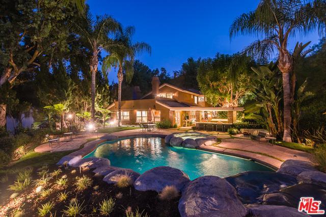 20319 Lorenzana Drive, Woodland Hills, CA 91364 (MLS #18383908) :: Team Wasserman